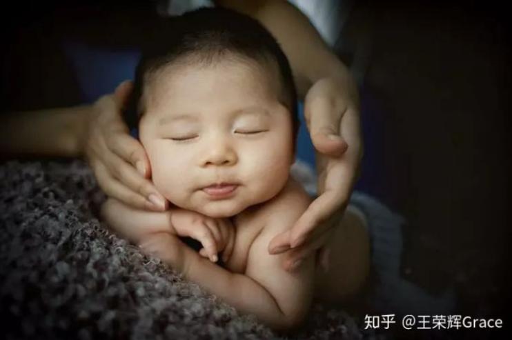 孩子摸乳房,捏耳朵,依恋布娃娃这些细节千万不能忽视