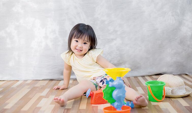 宝宝健康过夏天:中暑VS空调病,温度、水分是关键!